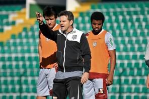 Argel terá que fazer mudanças na equipe que enfrenta o Botafogo