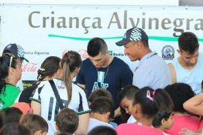Figueira realiza ação social para crianças de escola pública