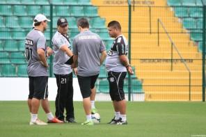 Giovanni Augusto, Rivaldo e Paulo Roberto treinam e podem jogar