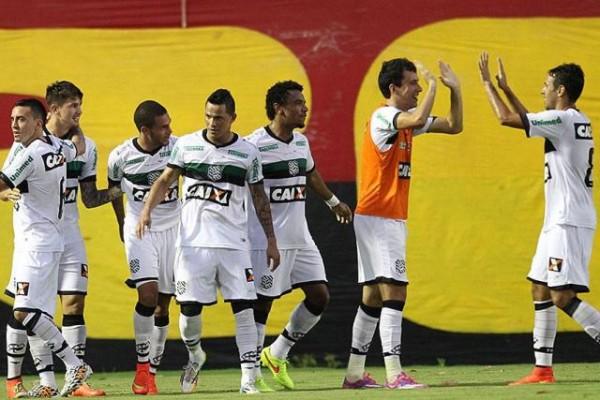 g_figueirense-campeonato-brasileiro-vitoria-esprotes_1441894