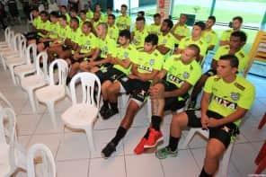 Figueirense começa 2015 com 30 jogadores